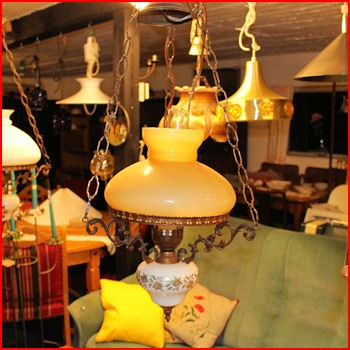 Ældre lampe m/gulbrun skærm