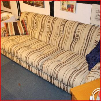 Sofa i lys stof