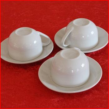 Store hvide kopper fra loppemarked